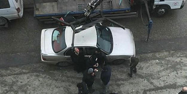 Görenler şaştı kaldı! Polisleri engellemek için kırk takla attı