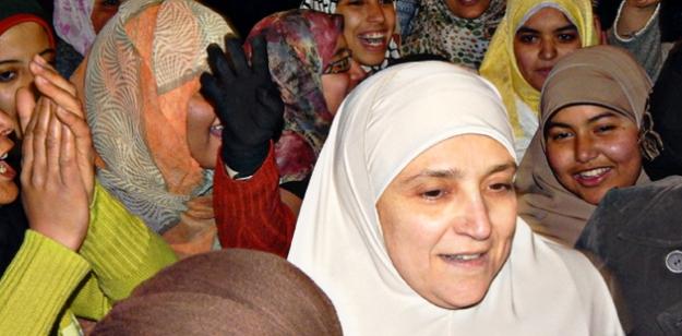 Gösterilere Mursi ve Kandil'in eşi de katıldı