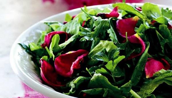 Gül yapraklı marul salatası nasıl yapılır? Gül yapraklı marul salatası tarifi