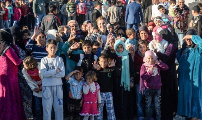 Gülben Ergen Multeci kampını ziyaret etti
