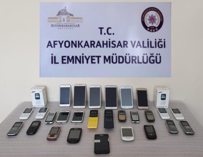 GÜMRÜK KAÇAĞI CEP TELEFONLARI ELE GEÇİRİLDİ