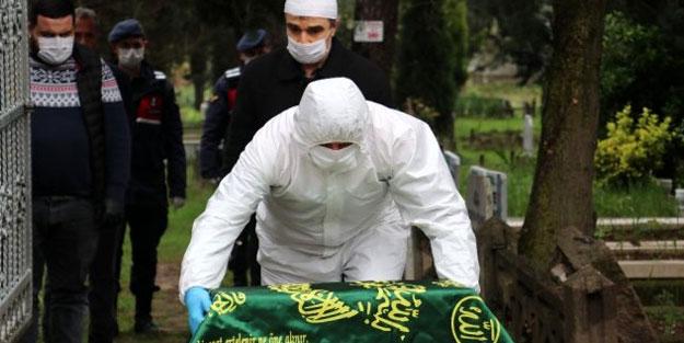Günün en acı fotoğrafı Türkiye'den! Koronavirüsten ölen annesinin yanına gömüldü