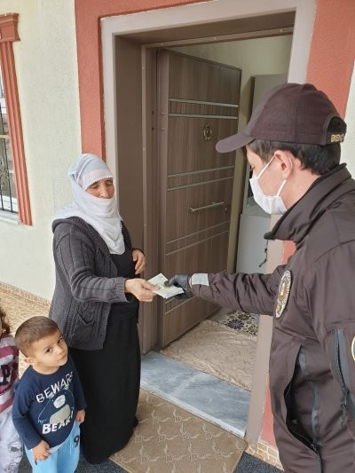 Güvenlik kuvvetleri, kapı kapı dolaşarak ödemeleri yapıyor