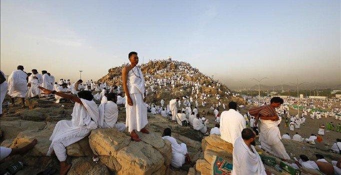 Hacı adayları Arafat'a vardı