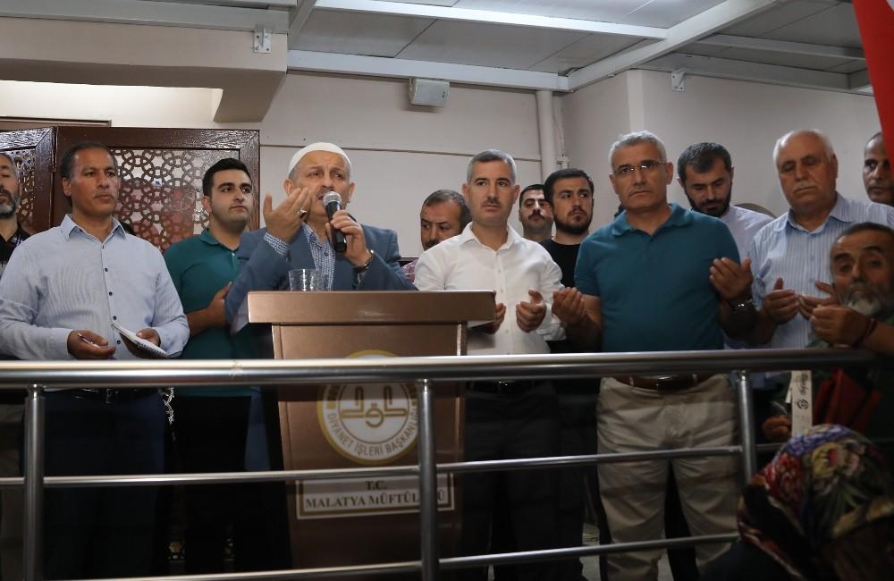 Hacı adayları Malatya'dan dualar ile uğurlandı