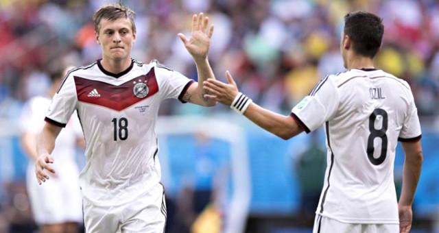 Alman futbolcu, Mesut Özil'i hedef alan bir açıklama yaptı
