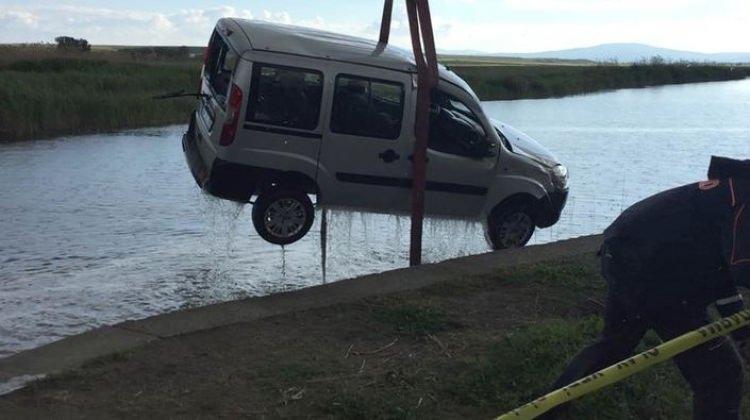 Hafif ticari araç, sulama kanalına uçtu: 2 kişi öldü