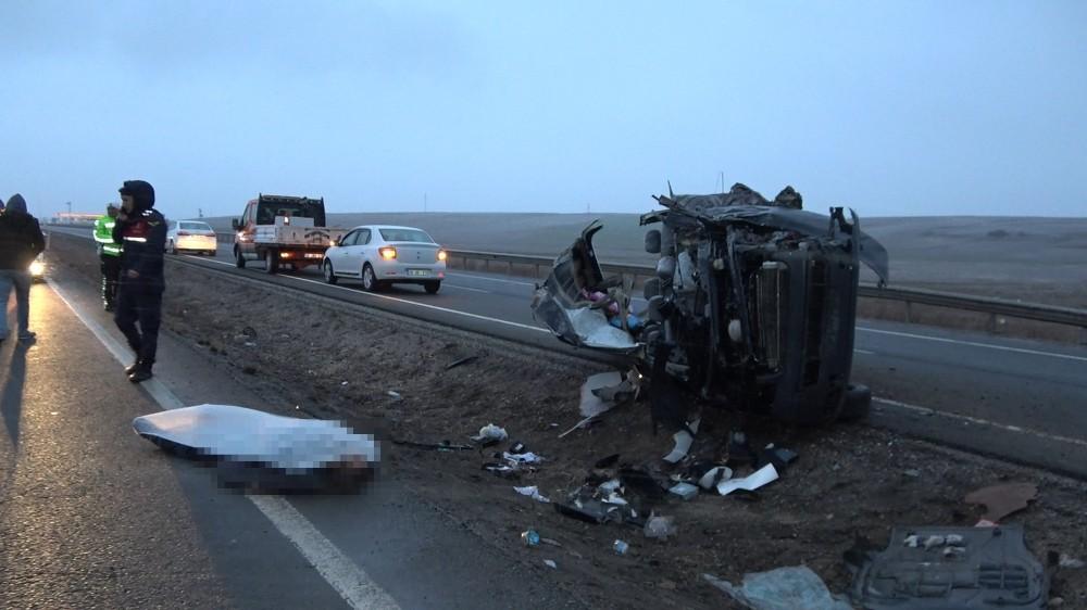 Hafif ticari araç yolcu otobüsüne çarptı: 1 ölü, 1 yaralı