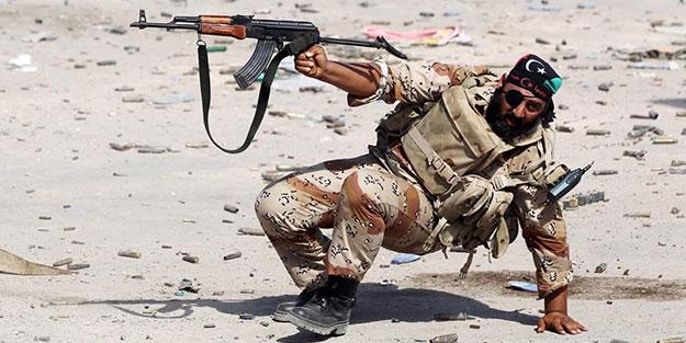 Hafter'e ağır darbe! Paralı askerler öldürüldü