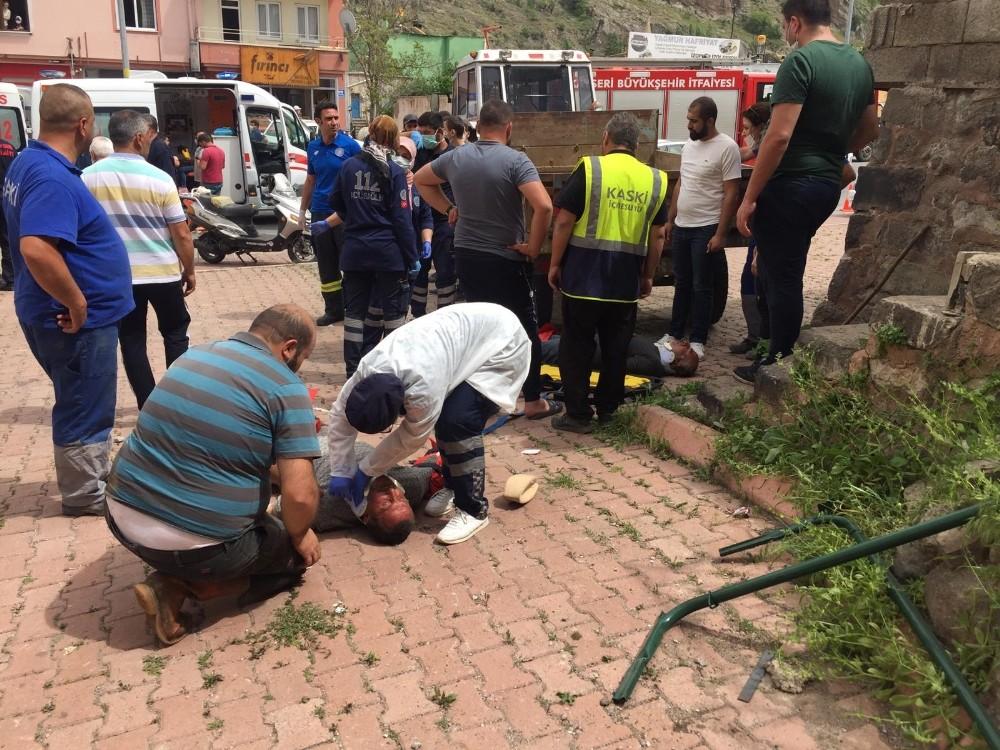 Hakimiyetini kaybeden kamyon, 1 motosiklet 2 otomobile çarptı: 5 yaralı