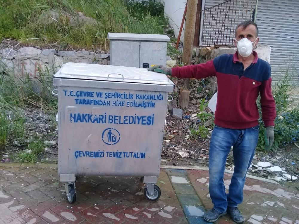 Hakkari caddeleri yeni çöp konteynerlerine kavuştu