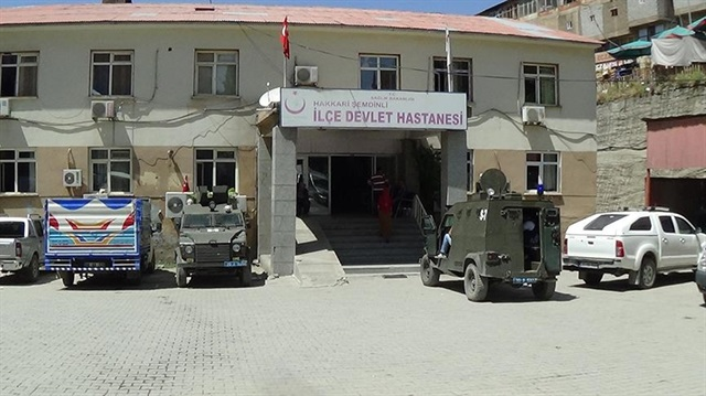 Hakkari'de alçak saldırı: 2 polis yaralı