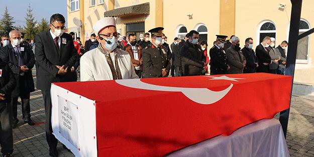 Hakkari'de araç kazasında şehit olan asker defnedildi