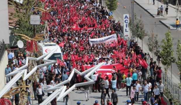 Hakkari'de yürüyen binlerce kişiden ortak ses!