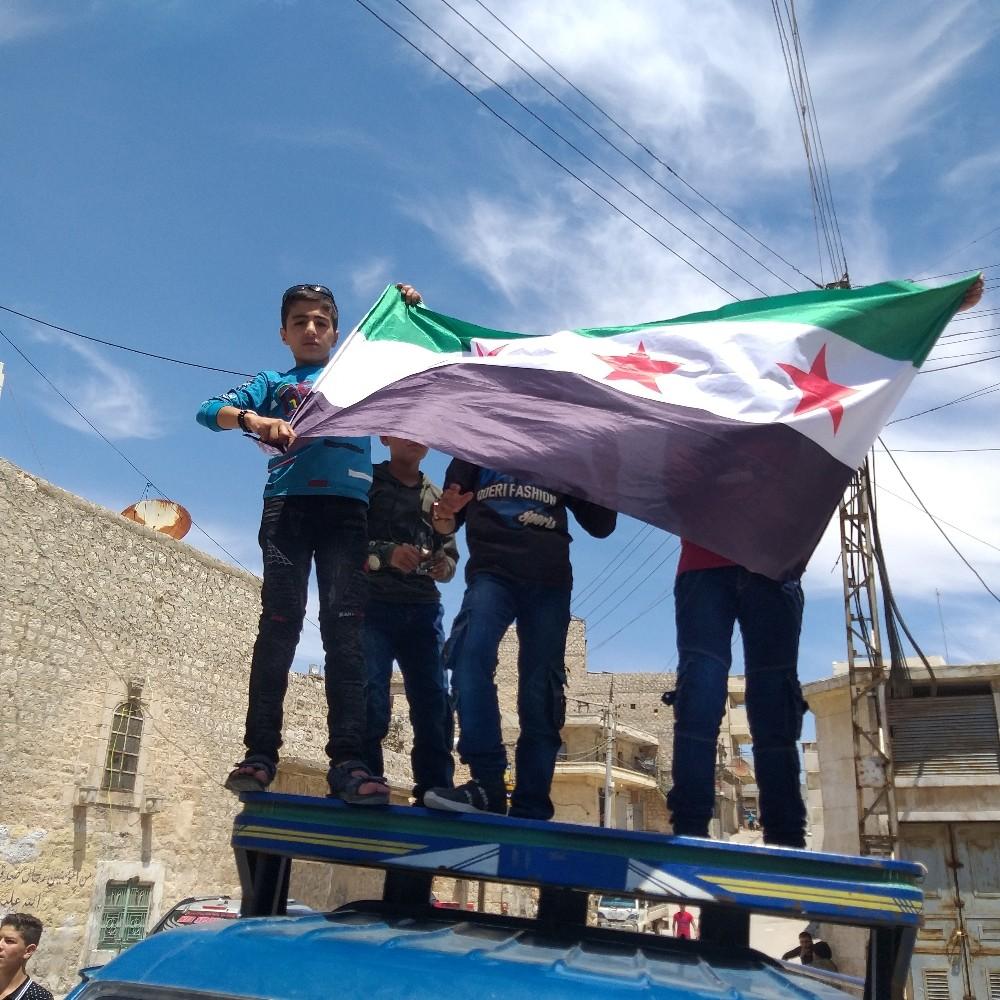 Halep'te rejim ve terör örgütleri protesto edildi