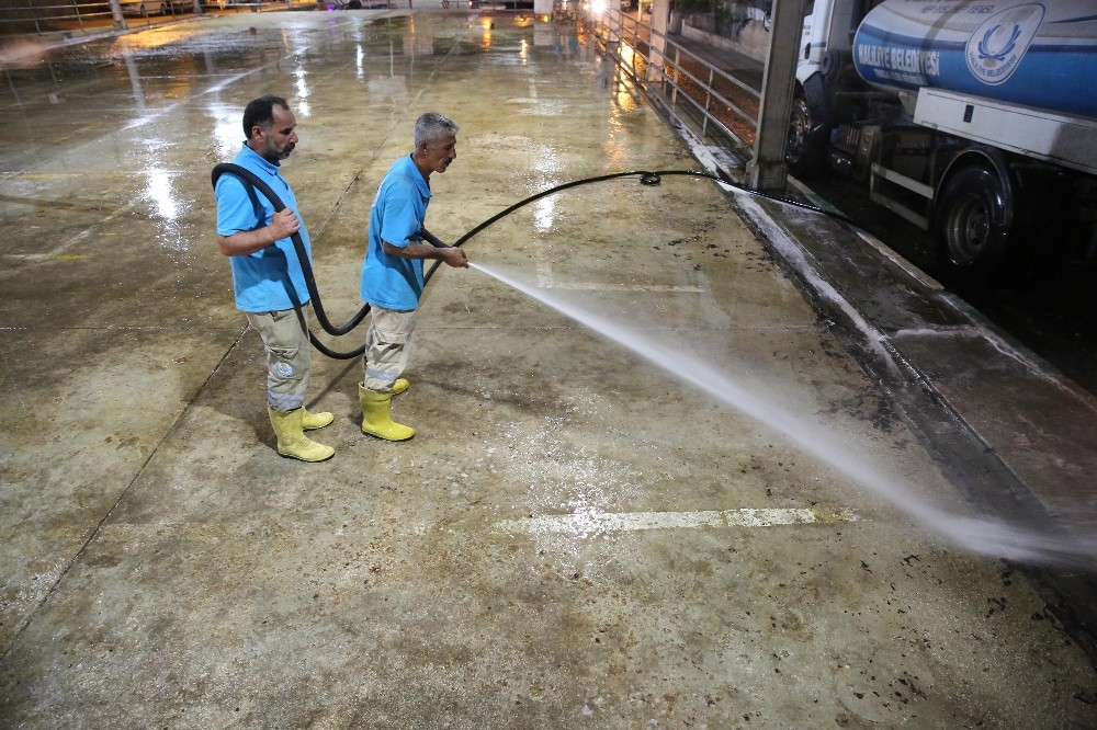 Haliliye Belediyesi'nden kurban kesim sonrası yoğun temizlik