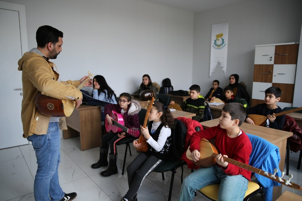 Haliliye'de müzik ve dil kursu