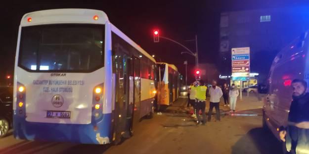 Halk otobüsü belediye otobüsüne çarptı: Yaralılar var