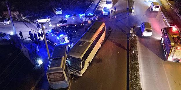 Halk otobüsü ile işçi servisi çarpıştı