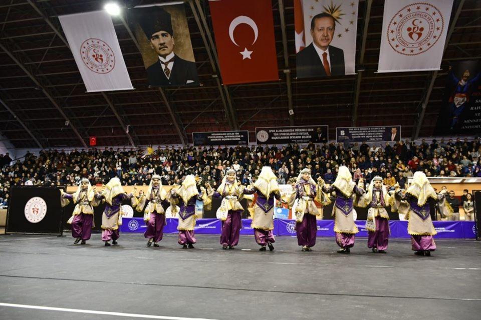 Halk oyunları Balıkesir il finali yapıldı