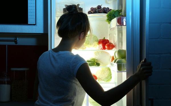 Hamileler gece yemek yiyebilir mi? Uzun süreli açlık bebeğe zarar verir mi?