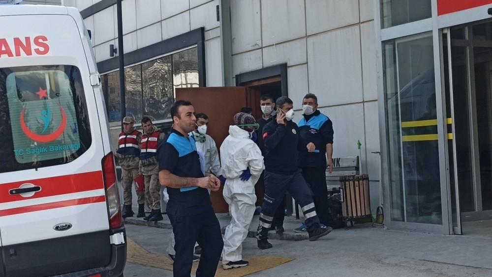 Hastanenin acil girişi kapatıldı, korona virüsünden şüphelenen vatandaşlar korku dolu anlar yaşadı