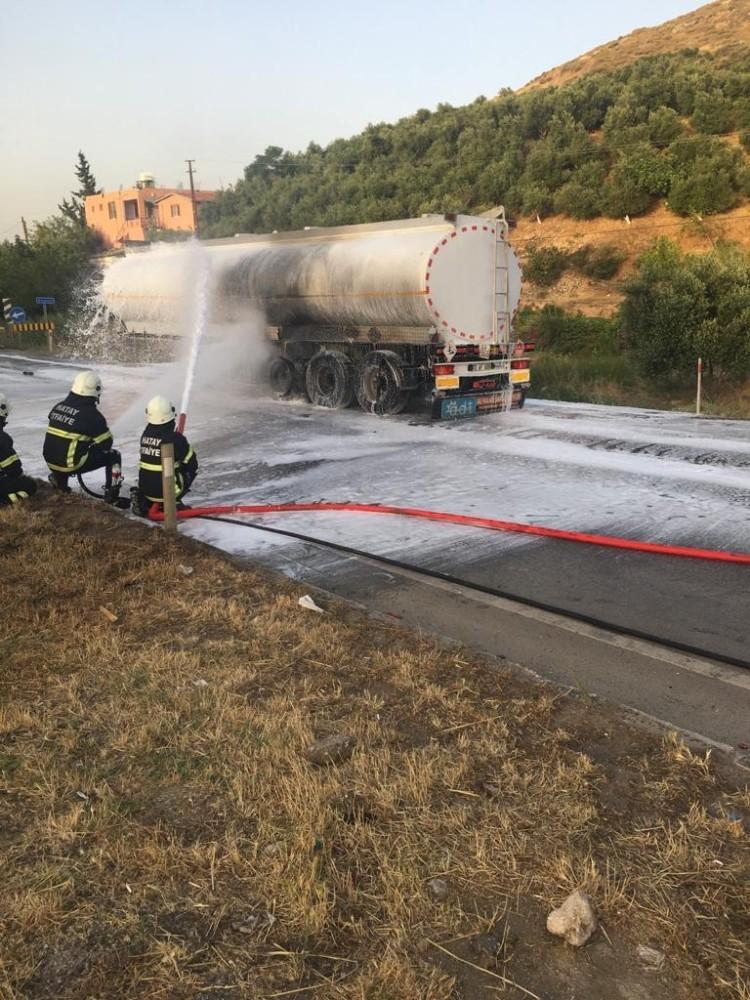 Hatay'da benzin yüklü tanker alev aldı, facia kıl payı atlatıldı
