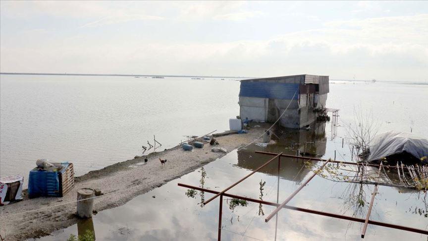 Hatay'da sağanaklar sonrası taşkınlar nedeniyle tarım arazilerini su bastı