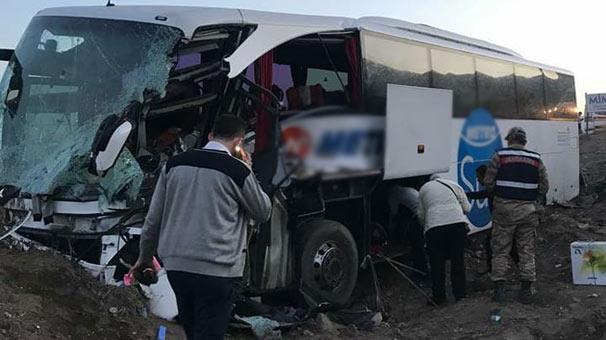 Hatay'da TIR'a yolcu otobüsü çarptı! Yaralılar var...