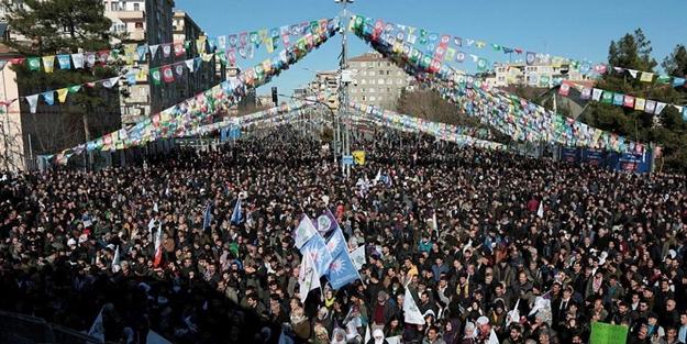 HDP MİTİNGİNDE 'APO' SLOGANLARI! POLİS MÜDAHALE ETTİ