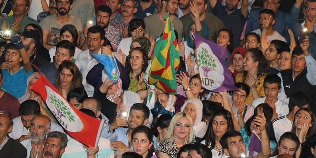 HDP mitinginde PKK paçavrası açtılar!