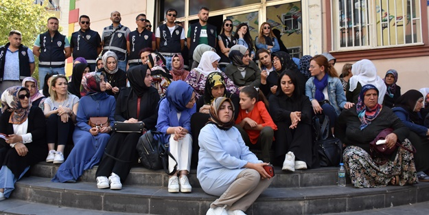 HDP önünde eylem yapan aile sayısı 14'e yükseldi ile ilgili görsel sonucu
