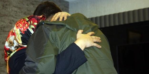 HDP önünde nöbet tutan anne muradına erdi