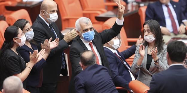 FETÖ ve PKK sempatizanı HDP'li Ömer Faruk Gergerlioğlu'nu TBMM'de zılgıtla karşıladılar!