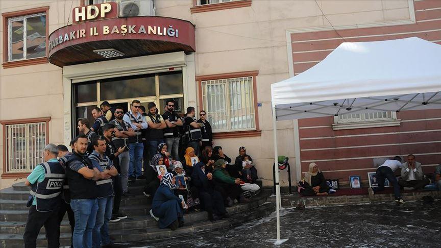 HDP'liler Diyarbakır annelerinin oturma eylemini engelleme girişiminde bulundu