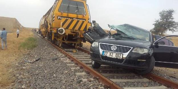 Hemzemin geçitte tren çarptı, sürücü öldü, oğlu yaralandı