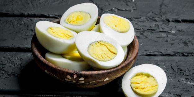 Her gün tüketiyoruz ama… Haşladığınız yumurta bu renkse büyük sıkıntı var!