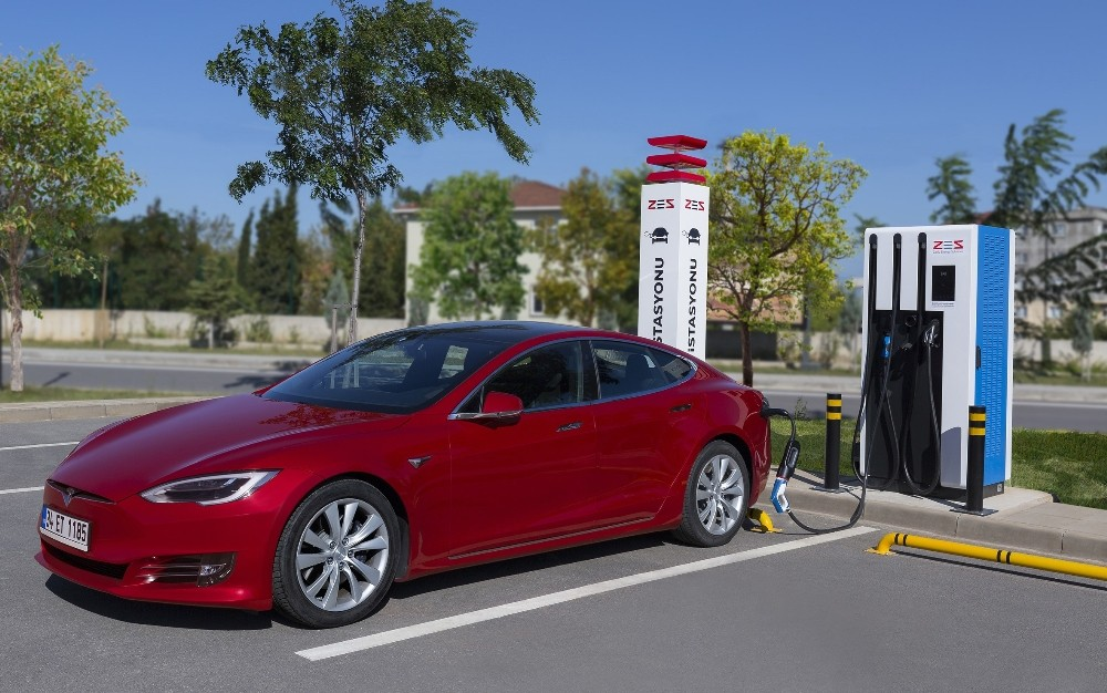 Hibrit ve elektrikli otomobiller trafikte yoğunlaşıyor