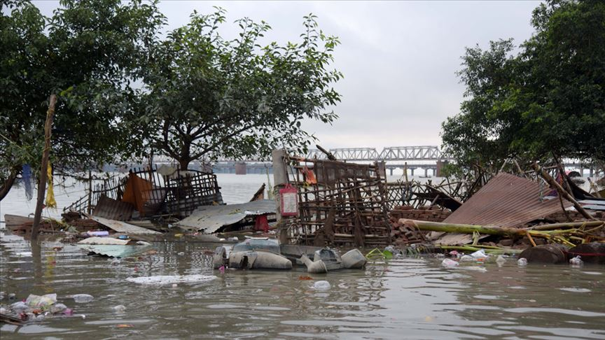 Hindistan'da aşırı yağışlar etkisini sürdürüyor