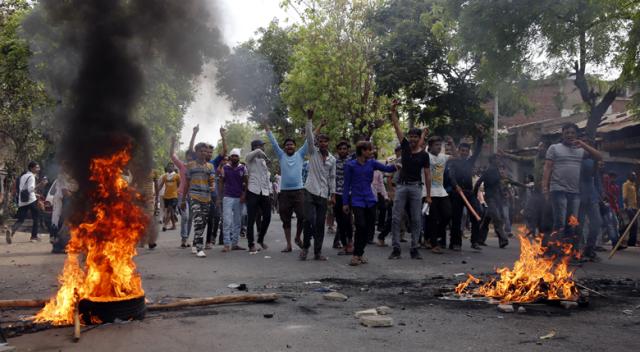 Hindistan'da ayaklanma: 9 kişi öldü