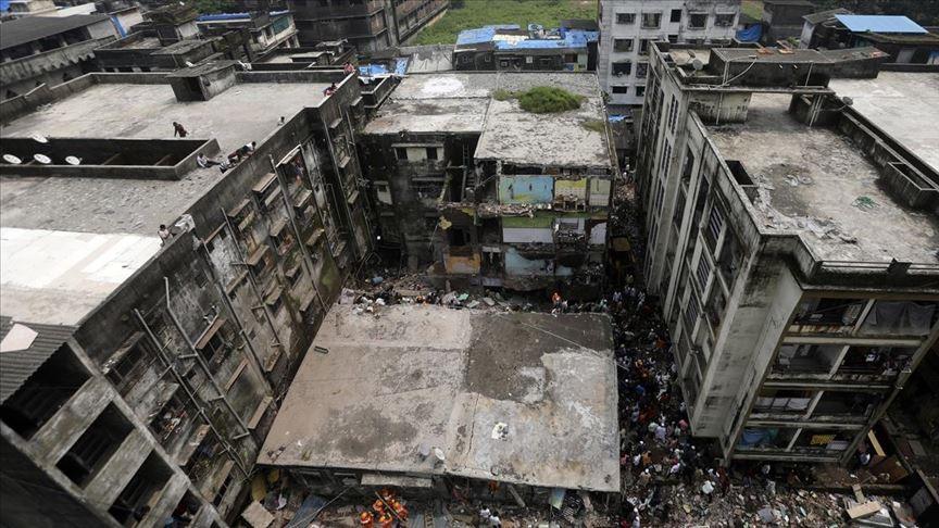 Hindistan'da bina çöktü: 13 ölü, 11 yaralı