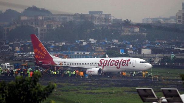 Hindistan'da diş protezi boğazına kaçan yolcu uçakta hayatını kaybetti