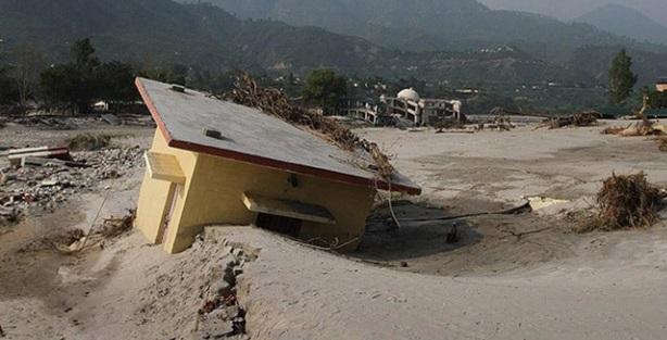 Hindistan'da fırtına 30 can aldı