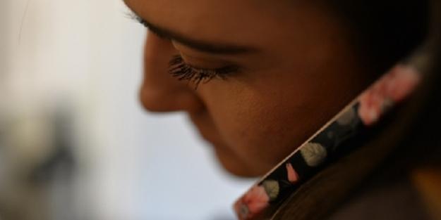 O ülkede genç kızların cep telefonu kullanması yasaklandı