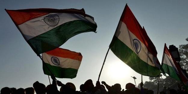 Hindistan'da isyancılarla çatışma çıktı! Ölüler var