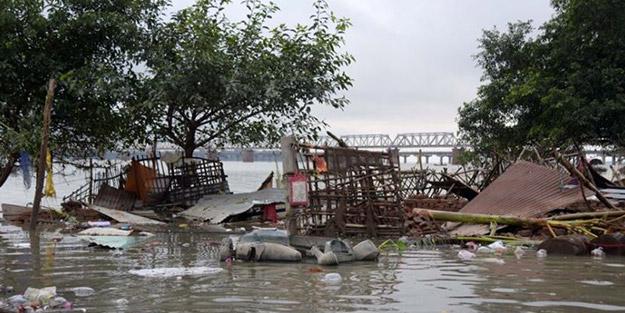 Hindistan'da korkunç bilanço! Yaklaşık 2 bin 400 kişi hayatını kaybetti