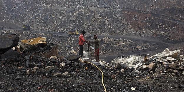 Hindistan'da madende göçük! Ölüler var