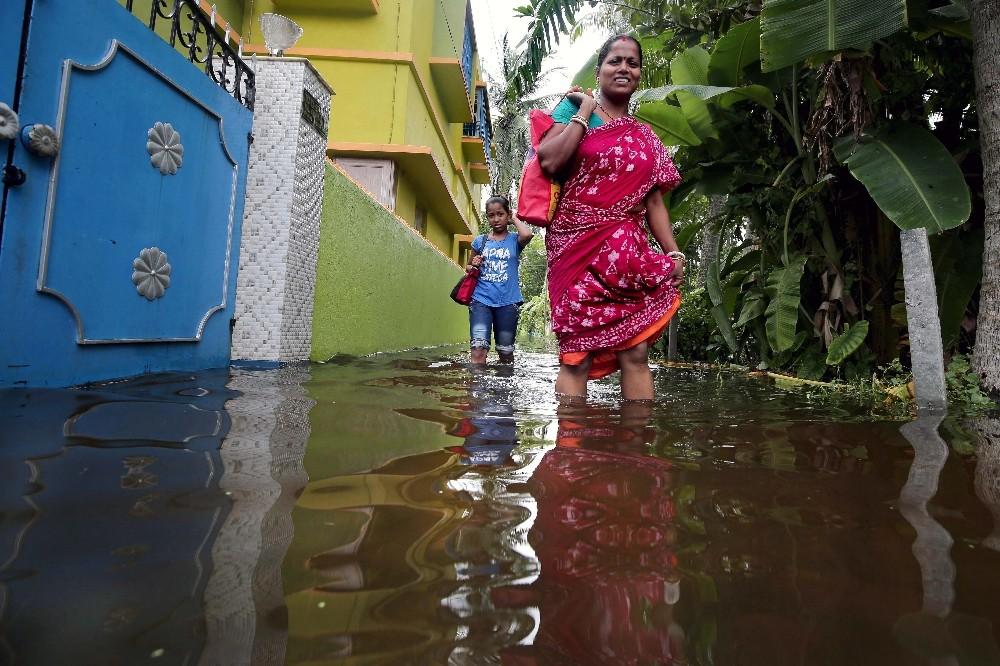 Hindistan'da muson yağmurları binden fazla ölüme neden oldu