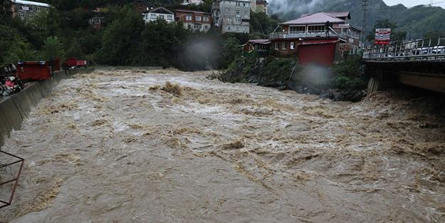 Hindistan'da şiddetli yağışlar devam ediyor! Çok sayıda ölü var