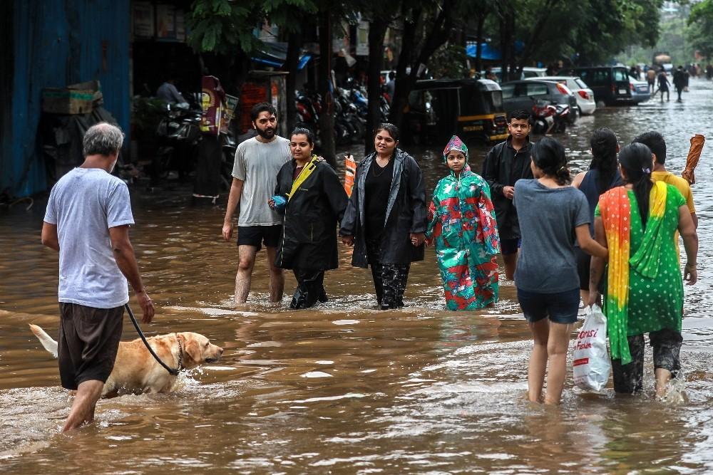 Hindistan'da şiddetli yağmur